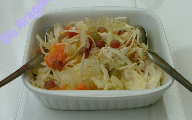 Insalate di arance, uva e finocchi