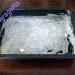 primo strato della teglia: burro e pangrattato