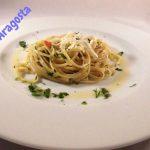 Uno splendido piatto di pasta aglio e olio
