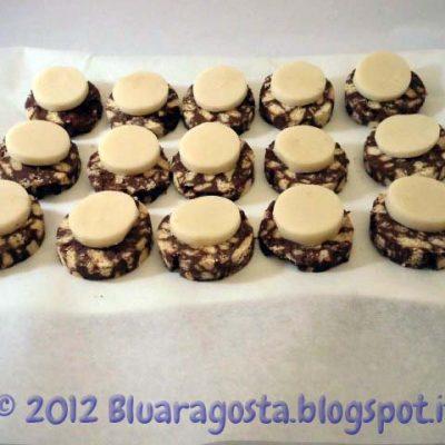 Salame di cioccolato e pasta di mandorla pronte