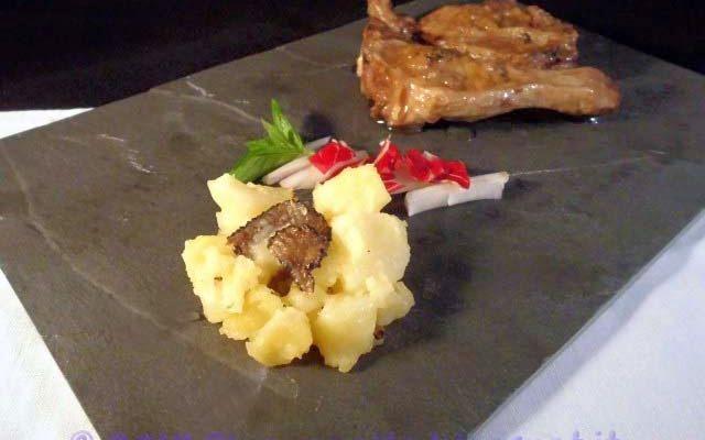 Agnello marinato al tartufo con patate al tartufo