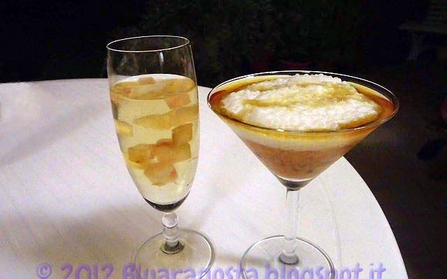 Coppa di passion fruit e perle di tapioca con cocco e sciroppo d'acero