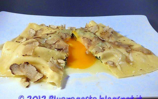 Raviolo ricotta e spinaci al tuorlo fondant con tartufo bianco