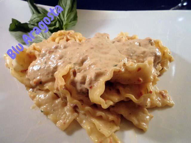 Pasta con crema di burrata e pomodori secchi