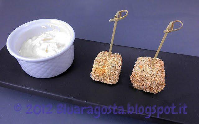 Bocconcini di reblochon (o di brie) fritti con salsa allo yogurt