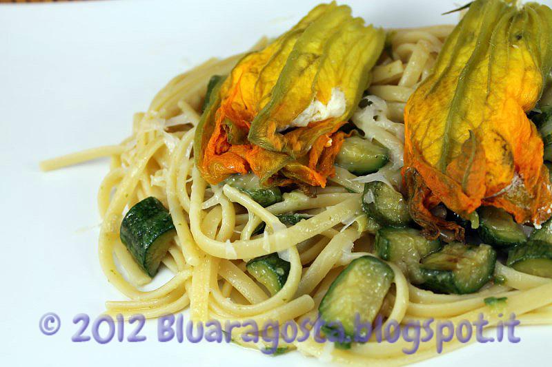 Linguine alle zucchine con fiori di zucca ripieni al vapore