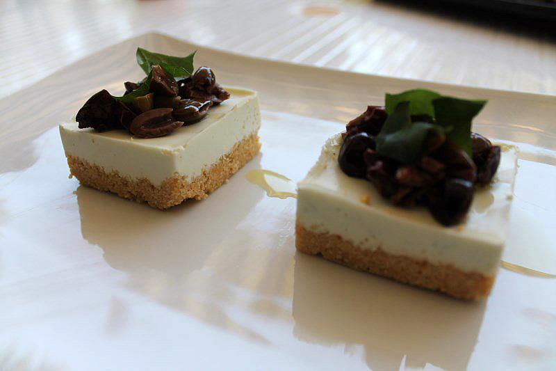 Cheesecake salata con burrata e olive taggiasche