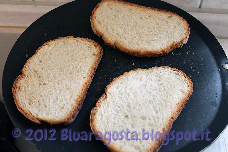 Crostini con carpaccio e crema di tartufo
