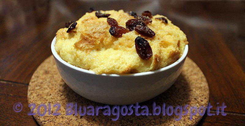 Bread pudding. Budino di pane con salsa al brandy