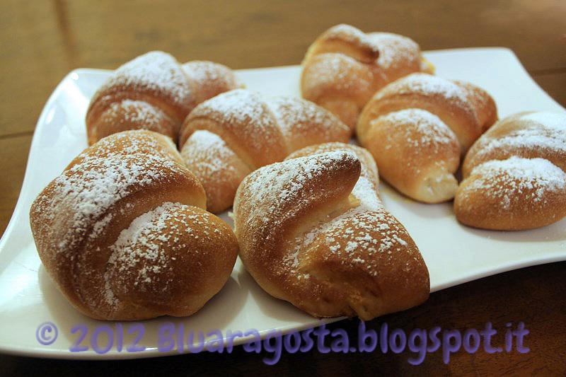 Croissant ripieni di crema alla ricotta e zafferano