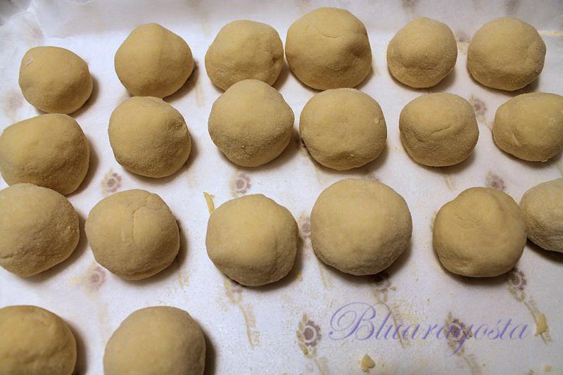 Gnocchi di patate ripieni di crema liquida al cren