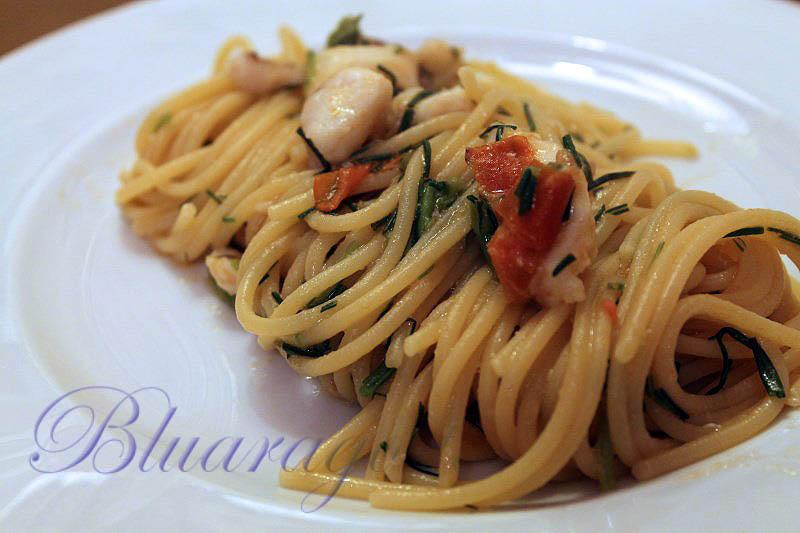 Spaghetti con sugo di cernia e agretti