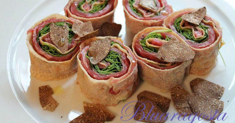 Rotolini di pane carasau al carpaccio e tartufo