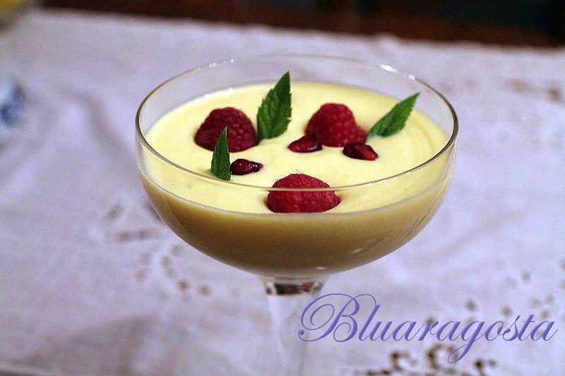 Crema al mango e zenzero con frutti rossi