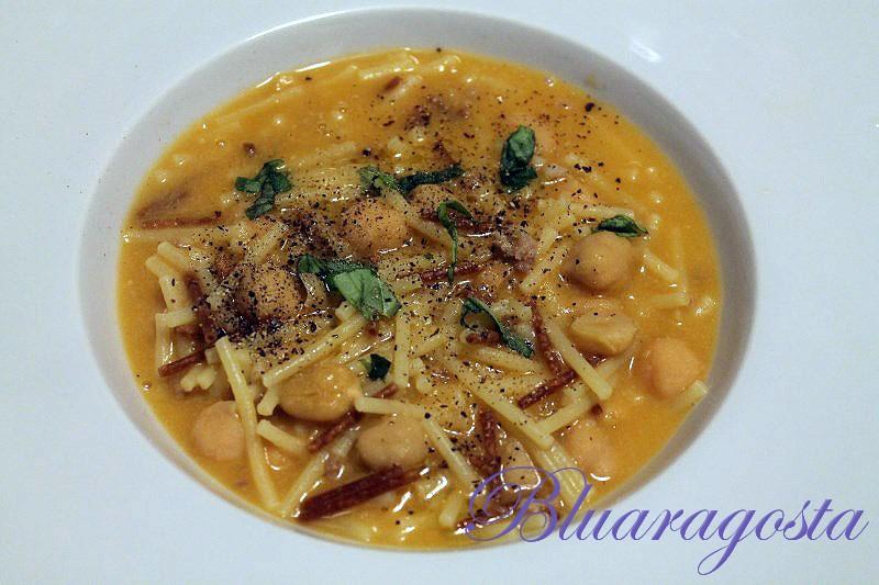 Zuppa di ceci con pasta fritta