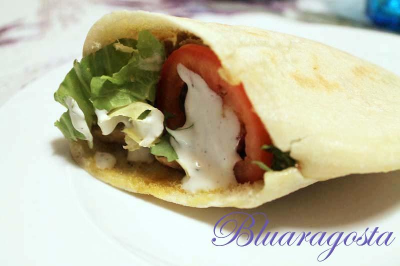 kebab carni miste yogurt pane arabo