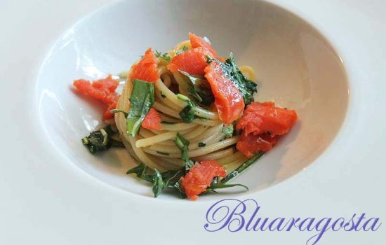 Spaghetti con rucola e salmone marinato