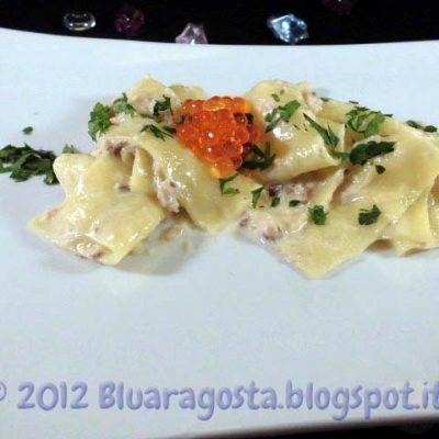 Lasagnette-con-crema-di-aringa-affumicata-e-caviale-di-salmone