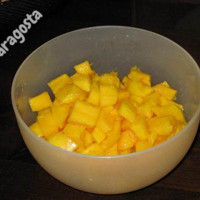 mango tagliato a dadini