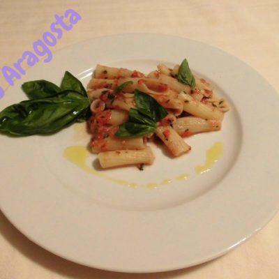 pasta-con-sugo-crudo-di-pomodori