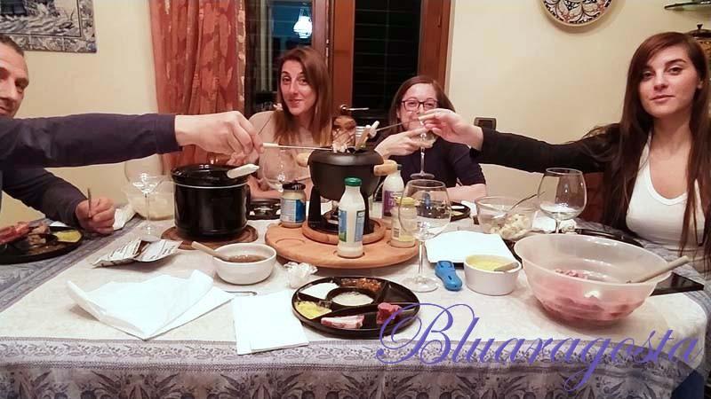 Fondue bourguignonne e fonduta ai formaggi: una serata conviviale e molto particolare