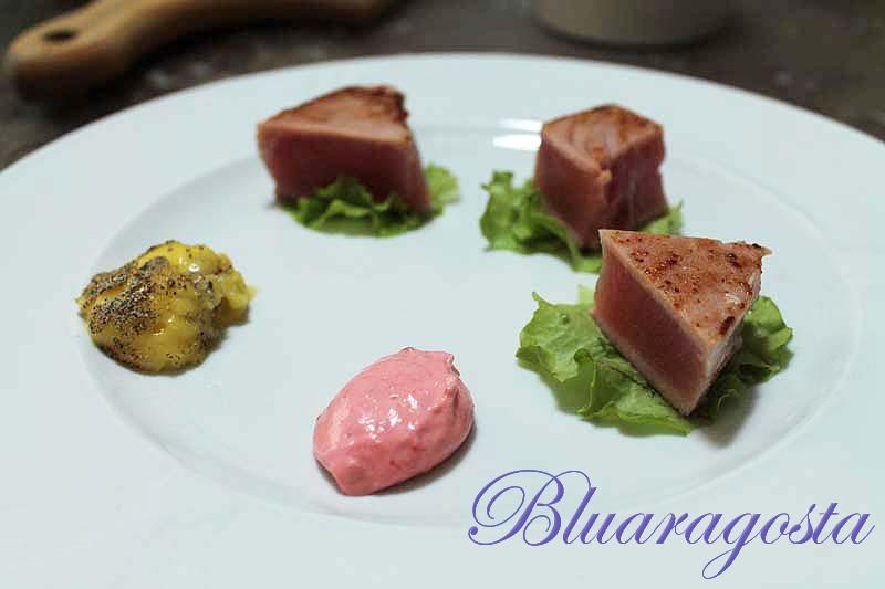 Tataki di tonno con salsa carbonara e maionese ai lamponi