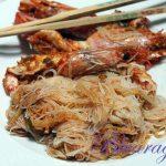 spaghetti di riso e gamberi. Un binomio indissolubile.